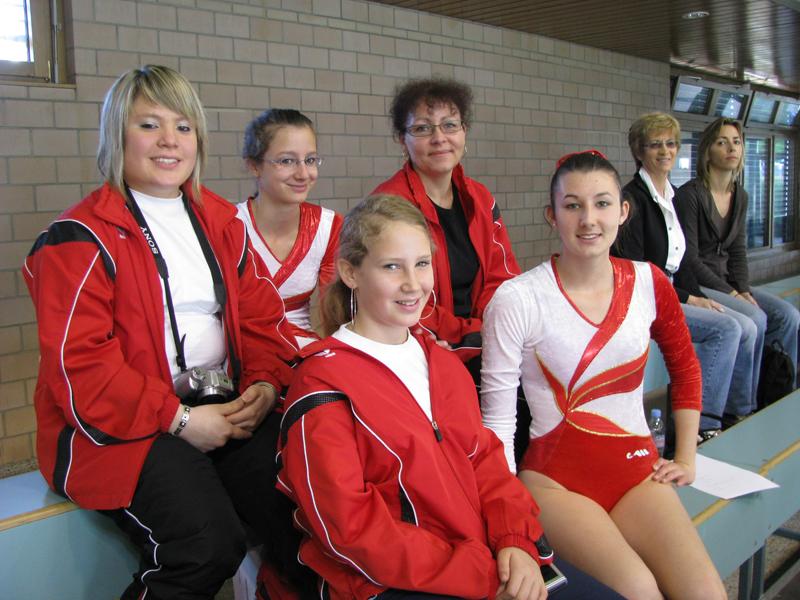 Les gymnastes et le fan club